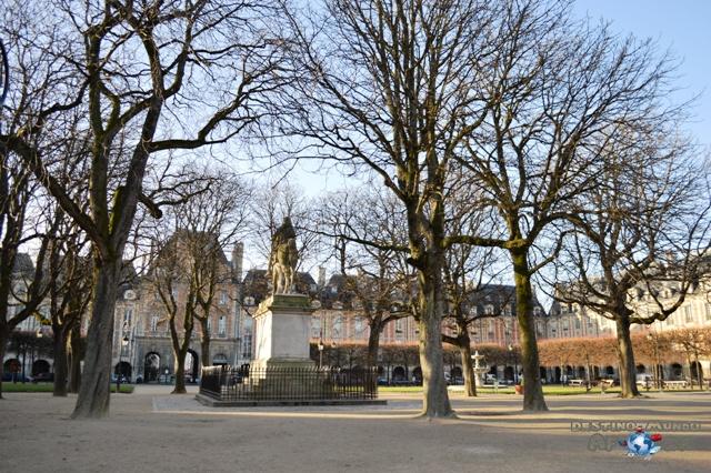 Place des Vosges, em Paris