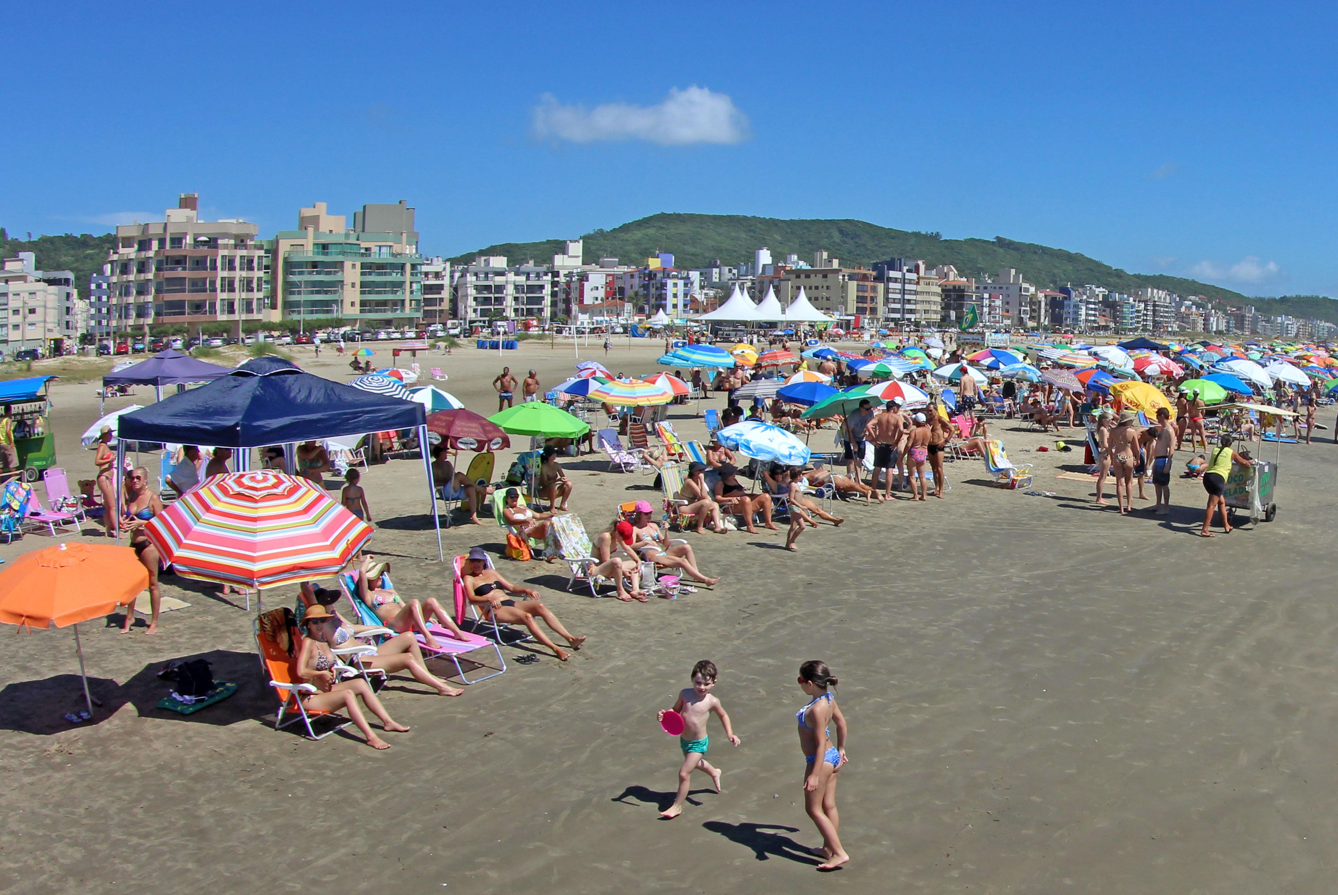 Férias: 8 dicas de cuidados com as crianças nas praias