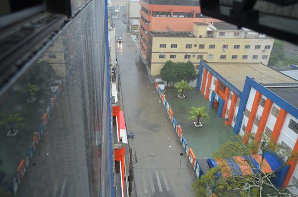 Rua Padre Bernardo Freuser alagada