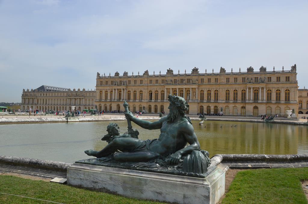 O Grand e o Petit Trianon e os jardins, em Versalhes