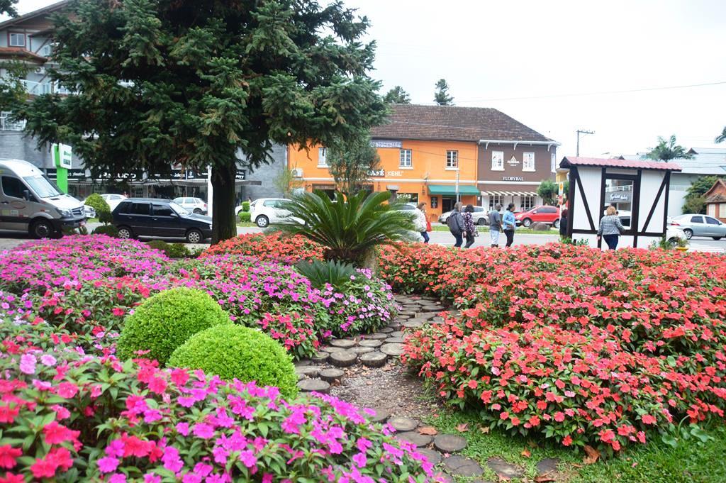 Praça das Flores e Labirinto Verde em Nova Petrópolis