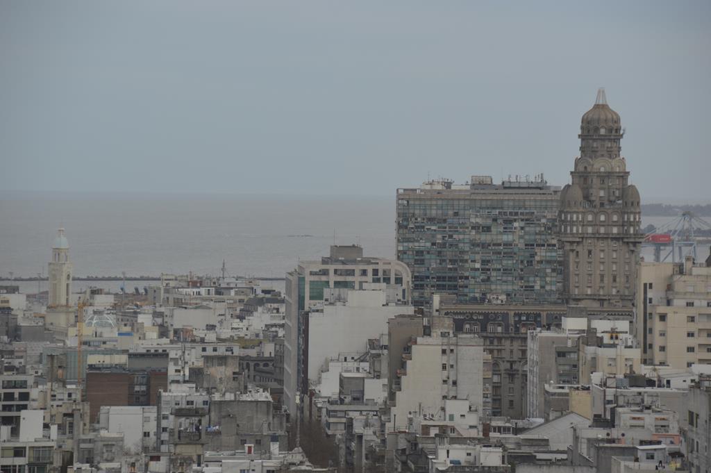 Ruas e arquitetura de Montevidéu