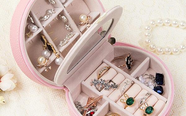 Quais joias e acessórios você leva em viagens?